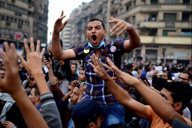 "Cairo University's students backing ousted president Mohamed Morsi protest July's military ""coup,"" in Tahrir square on Dec. 1, 2013. (AFP Photo)"