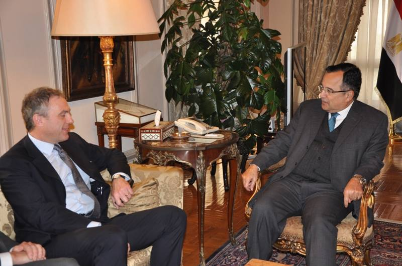 Permanent Secretary-General of the UK Foreign Office Sir Simon Fraser met with Foreign Minister Nabil Fahmy on Monday during a two-day trip to Egypt. (Photo Foreign Ministry Handout)