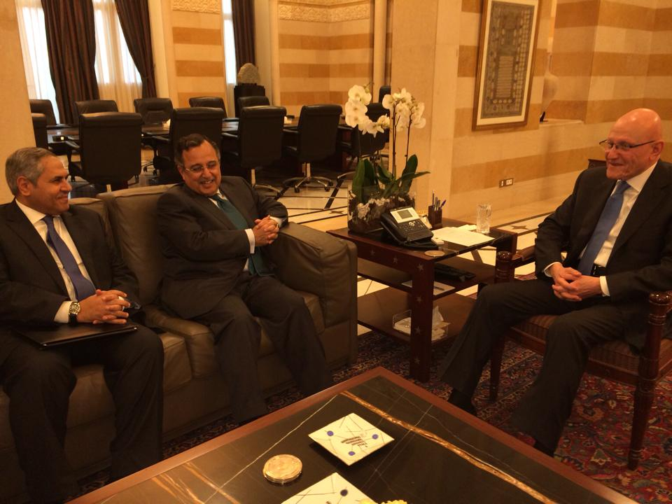 """Egyptian Foreign Minister Nabil Fahmy (C) met with Tammam Salam (R), the Lebanese prime minister, with whom Fahmy discussed what a foreign ministry press statement referred to as a """"dangerous situation"""" in Syria. (Photo Ministry of Foreign Affairs Handout)"""