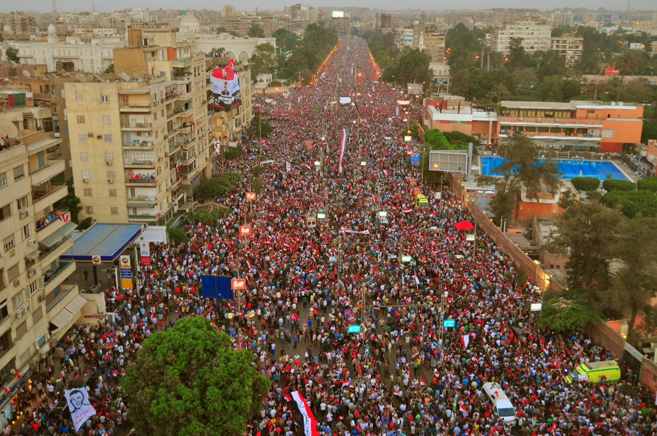 Marches from AL-Matariya, Al-Nour Mosque, Ghamra, and Midan Al-Sa'a merged, leading tens, if not hundreds of thousands of protesters to the presidential palace (Photo by Aaron T. Rose)