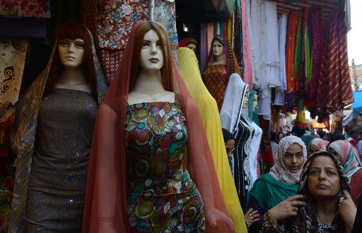 Kashmiri shoppers look at shawls and clothing on display at a market ahead of the Muslim festival of Eid al-Fitr in Srinagar on August 8, 2013  (AFP/File, Tauseef Mustafa)