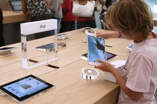 A child plays with an iPad Mini at an Apple store on July 6, 2013 in Rosny-sous-Bois, near Paris  (AFP/File, Thomas Samson)