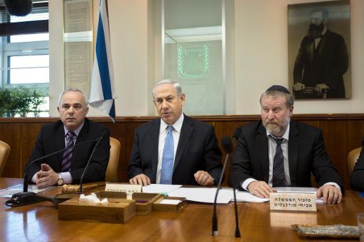 Benjamin Netanyahu chairs the weekly cabinet meeting in Jerusalem on February 9, 2014 (POOL/AFP, Sebastian Scheiner)