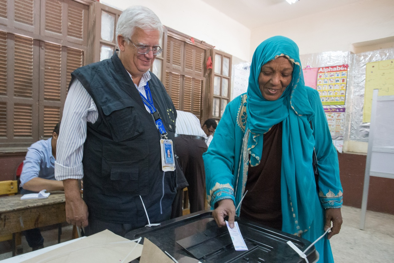 European Union Chief Observer Mario David watches as an Egyptian woman casts her vote in Egypt's presidential election at a polling station in downtown Cairo (Photo Handout from the European Union Election Observer Mission)