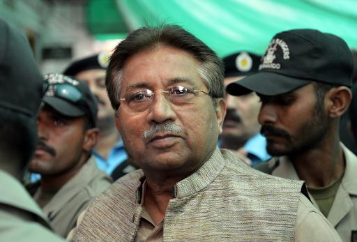 Former Pakistani president Pervez Musharraf is escorted by soldiers as he arrives at an anti-terrorism court in Islamabad, on April 20, 2013 (AFP/File, Aamir Qureshi)