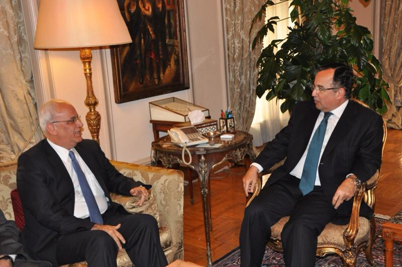 Minister of Foreign Affairs Nabil Fahmy met Palestine's chief negotiator Saeb Erakat on Sunday. (Photo Ministry of Foreign Affairs Handout)