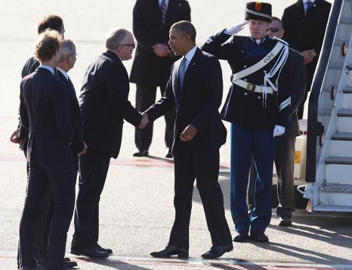US President Barack Obama (2R) shakes hands with Dutch Foreign Minister Frans Timmermans after disembarking from Air Force One upon arrival at Schiphol Amsterdam Airport on March 24, 2014 to attend the two-day Nuclear Security Summit in The Hague  (Pool/AFP, Peter De Jong)