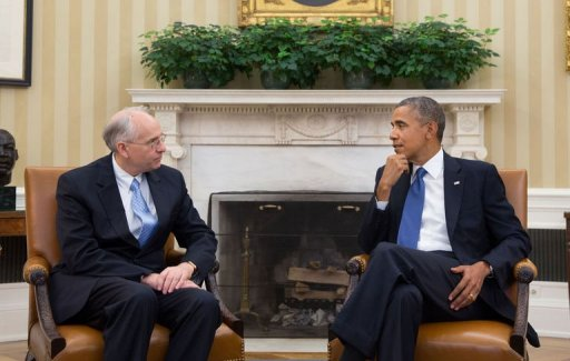 US President Barack Obama (R) meets with Donald Booth in the Oval Office of The White House on August 28, 2013.  (AFP File Photo)