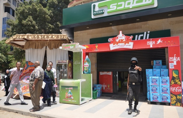 Workers at a Seoudi market branch in Dokki were surprised by security forces forcing them outside and closed the shop for inspection in June, 2014. (Photo by Amany Kamal)