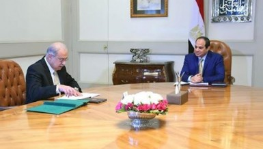 "President Abdel Fattah Al-Sisi met with Prime Minister Sherif Ismail on Tuesday to listen to the latest details on the cabinet's programme entitled ""Beginning and Hope"", which aims to lower the budget deficit and inflation rate."