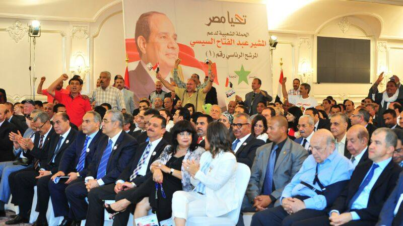 Presidential candidate Abdel Fattah Al-Sisi met Saturday with young investors, businessmen and small and medium enterprise (SME) owners (Photo Courtesy of Abdel Fattah Al-Sisi Presidential Campaign)