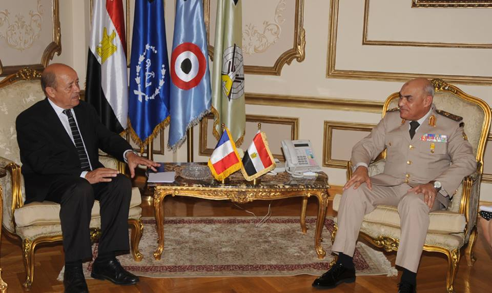 Defence Minister Sedki Sobhi met with his French counterpart, Jean-Yves Le Drian, Monday to discuss cooperation between the two countries in various fields, with terrorism given utmost priority. (Photo from Ministry of Defence Handout)