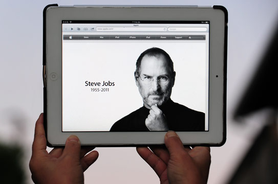 An ipad 2 is displayed on October 5, 2011 in Los Angeles, showing the changed Apple website paying homage to the company's visionary leader Steve Jobs who died from cancer aged just 56. (AFP Photo)