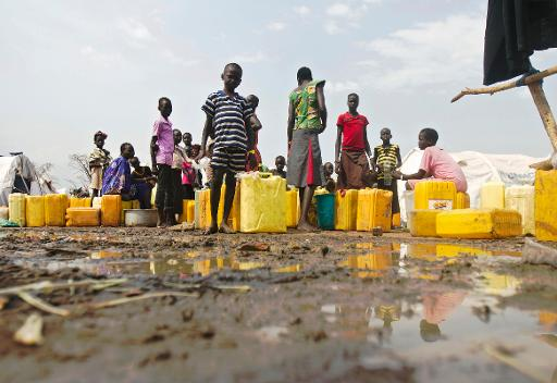 Refugees from South Sudan fetch water at the Dzaipi Refugee Transit Centre in Adjumani, Uganda, on January 24, 2014  (AFP, Isaac Kasamani)