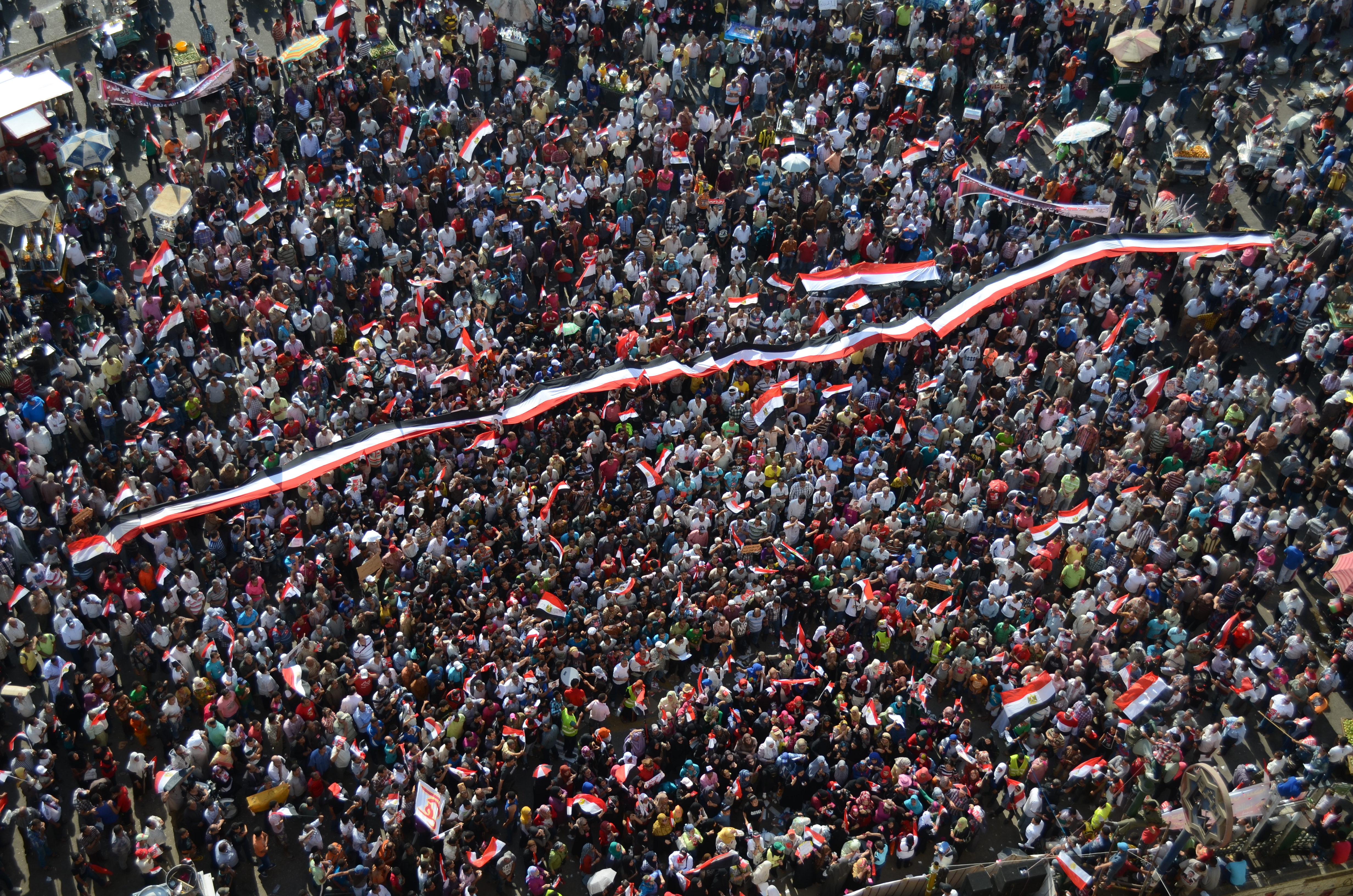 Protestors forced the closure of the Mogamma building in Tahrir Square on Wednesday 8am, to underscore their demands. (DNE Photo)
