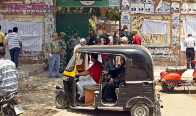 Replacement of tuk-tuk by small 7-passenger vehicle following administrative court decision to suspend imports (AFP Photo)