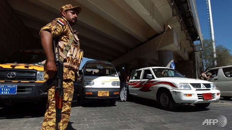 A Yemeni soldier stands guard under a bridge in central Sanaa. (AFP PHOTO/MOHAMMED HUWAIS)