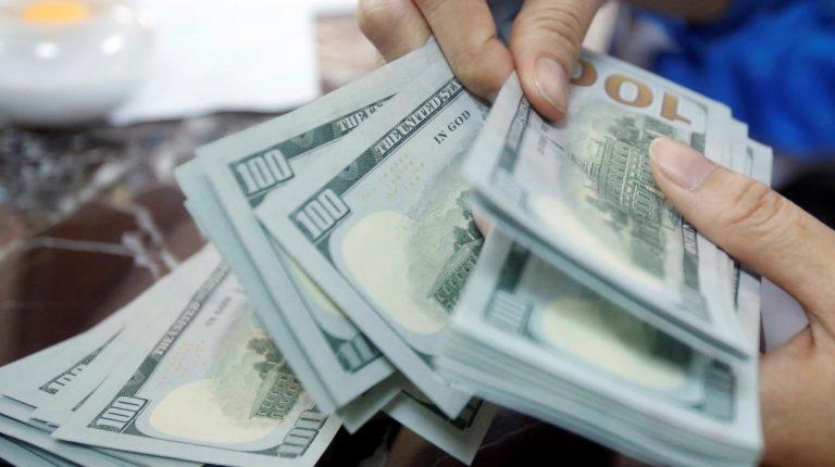 البنك المركزي المصري يطرح أذون خزانة بقيمة مليار دولار يوم الاثنين