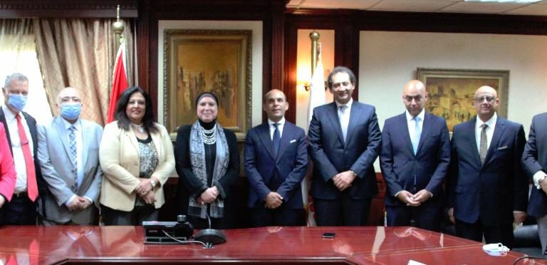 Nevine Gamea, Minister of Trade and Industry and MSMEDA CEO with Tarek Fayed, Chairperson and CEO of Banque du Caire and other officials Daily News Egypt
