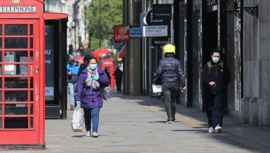 People walkin in the streets of London wearing masks amid coronavirus ( COVID-19 ) outbreak in the United Kingdom (UK) Daily News Egypt