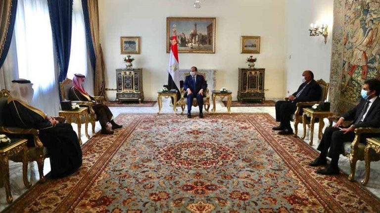 President Abdel Fattah Al-Sisi met, on Monday, with Saudi Arabia's Foreign Minister Faisal bin Farhan Al-Saud in Cairo to discuss crisis in Libya, during the latter's one-day visit to Egypt.Daily News Egypt