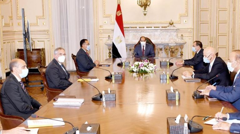 President Abdel Fattah Al-Sisi met with Claudio Descalzi, CEO of the Italian oil and gas company Eni, on Sunday, to discuss means of increasing cooperation between Egypt and the company. Daily News Egypt