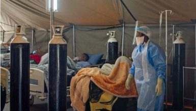 A medical worker wearing a protective suit treats coronavirus (COVID-19) patients at an isolation ward in a hospital in Pretoria, South Africa (Xinhua-Yeshiel)