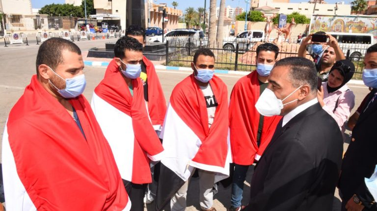 Egyptian expats abducted by traffickers in Libya return home and received by Matrough governor Daily News Egypt