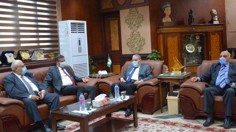 البنك الزراعي المصري يبحث فرص التنمية في المنيا