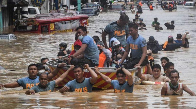 ارتفع عدد قتلى إعصار فامكو إلى 67 في الفلبين