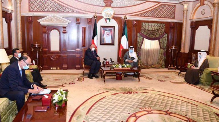 شكري يبحث مع رئيس الوزراء الكويتي سبل تعزيز التعاون الثنائي