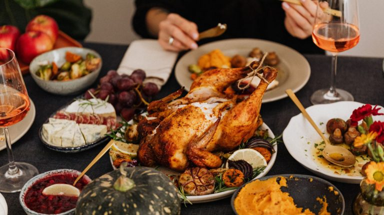 The average cost of this year's Thanksgiving feast for 10 remains affordable at 46.90 U.S. dollars, or less than 5 dollars per person, the survey showed. This is a 2.01-dollar decrease from last year's average.