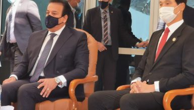South Korea's Ambassador to Cairo, Hong Jin-wook (R) and Egypt Minister of Higher Education and Scientific Research Khaled Abdel Ghaffar (L)