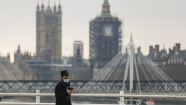 Coronavirus in Britain: Photo taken on Dec. 29, 2020 shows a man walking along the Waterloo Bridge backdropped by the Houses of Parliament in London, Britain. (Xinhua/Han Yan)