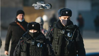 Police officers wearing face masks walk on a street in Moscow, Russia amid coronavirus (COVID-19) pandemic. (Xinhua/Evgeny Sinitsyn)