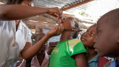 Health authorities in northern Zambia on Saturday launched a massive oral cholera vaccination campaign aimed at containing the frequent outbreak of diarrhea disease in some districts.