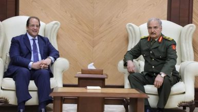 Egypt's Head of General Intelligence Service (GIS) Abbas Kamel held a meeting with the Head of the Libyan National Army Khalifa Haftar in Benghazi on Saturday.