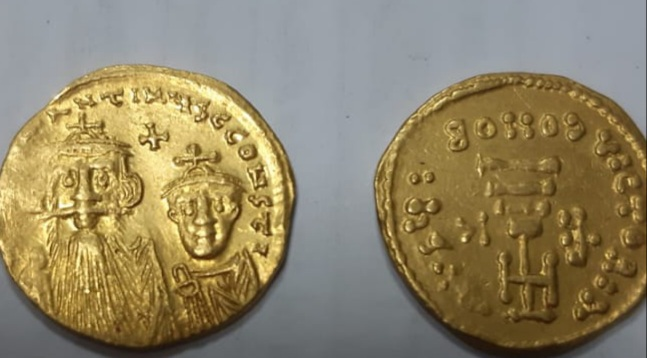 Archaeological unit at Cairo International Airport managed to seize 85 antique coins from different eras and 3 small scarabs that were being smuggled out of Egypt