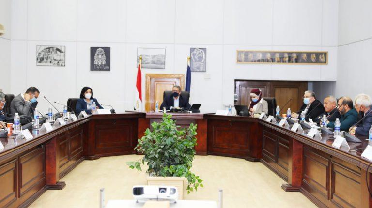 وزير السياحة المصري يبحث مع القطاع الخاص الفرص والتحديات الميدانية