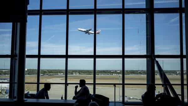 Saudi Arabia announced on Sunday the lifting of the ban on all international flights as well as land and sea entry