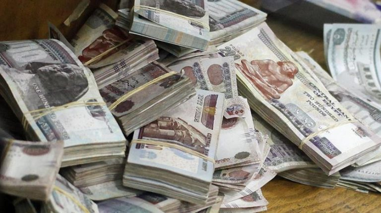 Egyptian government plans to borrow EGP 647.5bn from the local market through issuing treasury bills (T-bills) and bonds, according to a government document seen by Daily News Egypt. The plan, which will be put into effect during the third quarter (Q3) of fiscal year (FY) 2020/21, aims to bridge the chronic deficit in the state budget.