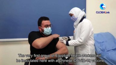 Egyptian health workers taking COVID-19 vaccine