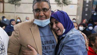 Detained Al-Jazeera journalist Mahmoud Hussein released