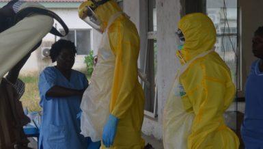 South Sudanese medical workers demonstrate preventive measures against coronavirus at the National Public Health Center in Juba, capital of South Sudan, April 3 2020. (Xinhua/Denis Elamu)