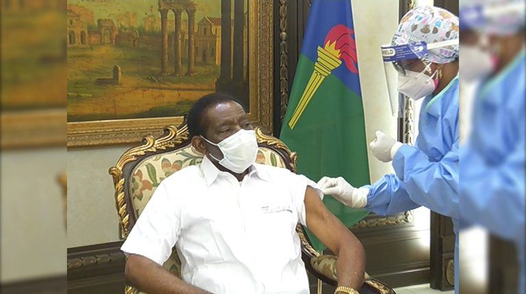 Equatorial Guinean President Teodoro Obiang Nguema Mbasogo on Monday received his first dose of Chinese vaccine against #COVID19