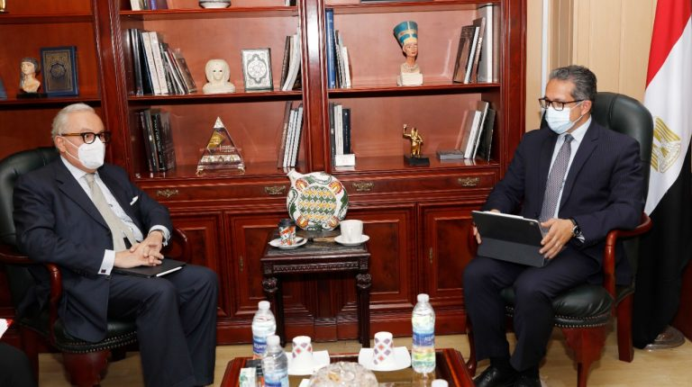 Egypt, Italy discuss strengthening cooperation in tourism, archaeology