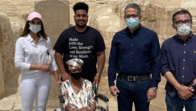 Party Youth leaders receive US cancer patient who wished to visit Egypt