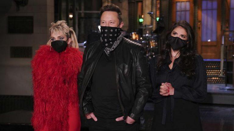 Billionaire Elon Musk makes surprise Saturday Night Live announcement