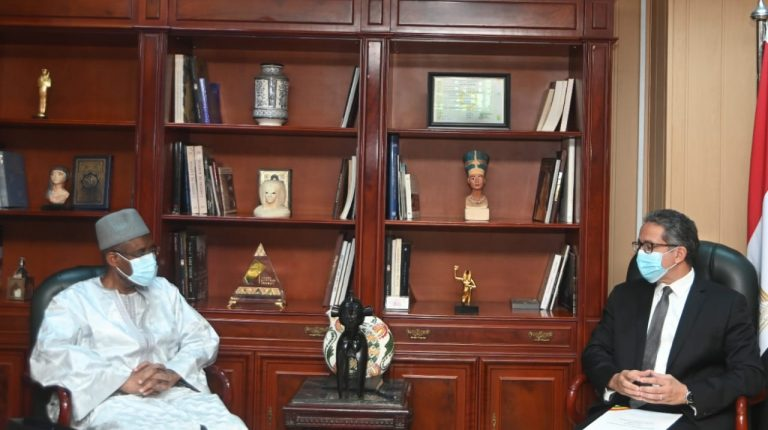 Egypt, Guinea discuss enhancing cooperation in tourism