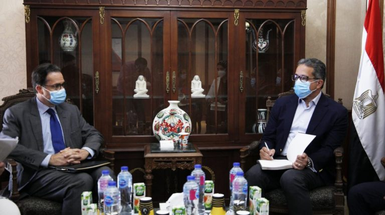Egypt, France discuss methods of cooperation in tourism, antiquities